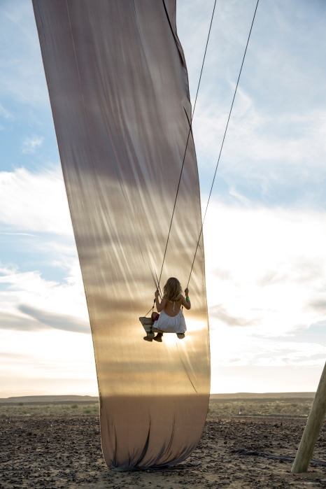 N02A0041 girl in white swinging