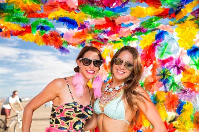 N02A1083 beach girls
